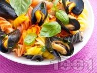 Рецепта Многоцветна паста със задушени миди